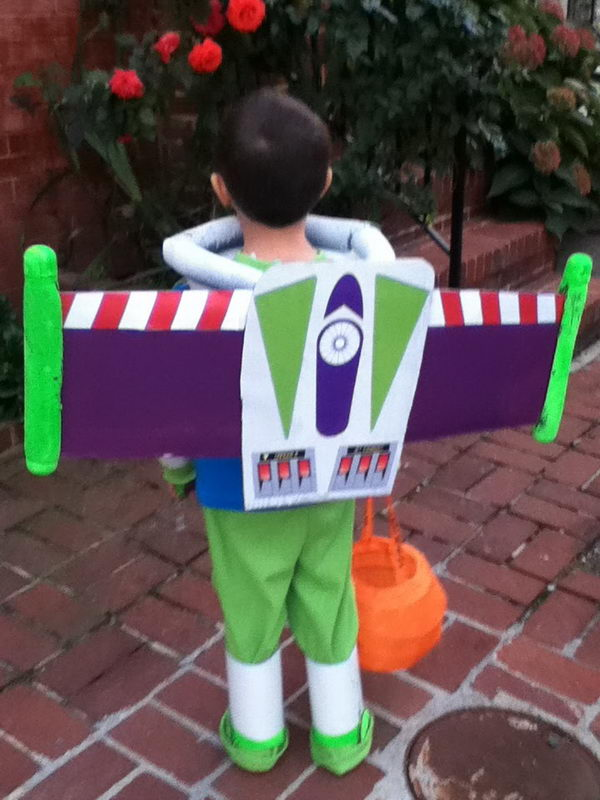 52-buzz-lightyear-kid-costume-idea