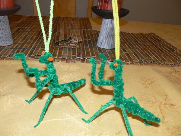32 pipe cleaner mantises