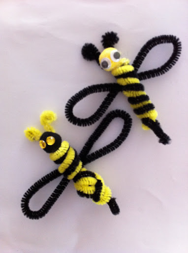 52-pipe-cleaner-bees