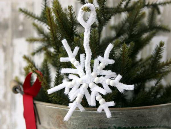 8-snowflakes-pip-cleaner-crafts