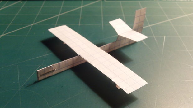 Albatross Paper Airplane. Fast, long range, agile and equipped with landing gear, the Albatross is a small paper airplane with a wingspan of only 11.5 centimeters.