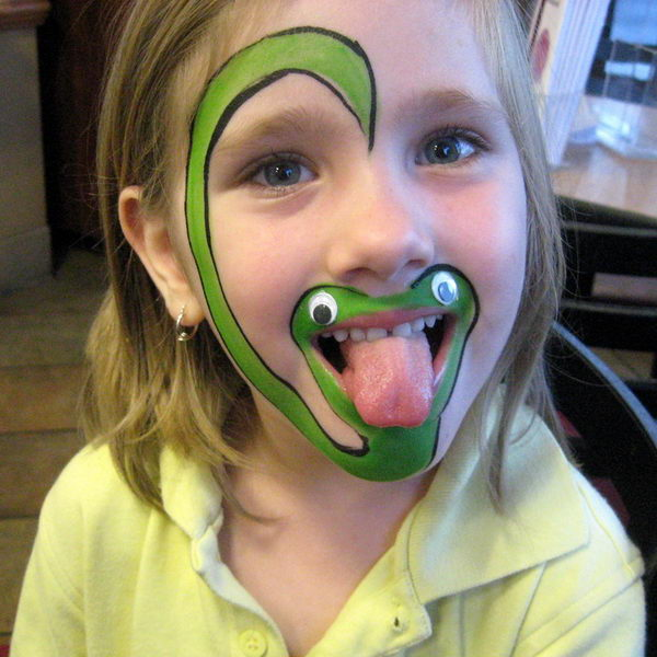 Snake. Cool Face Painting Ideas For Kids, which transform the faces of little ones without requiring professional-quality painting skills.
