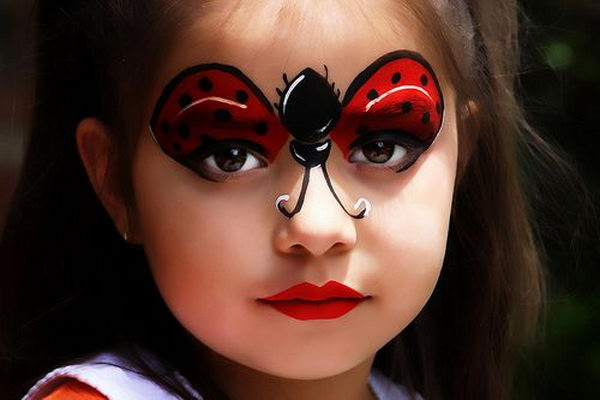 Ladybug Face Paint. Cool Face Painting Ideas For Kids, which transform the faces of little ones without requiring professional-quality painting skills.