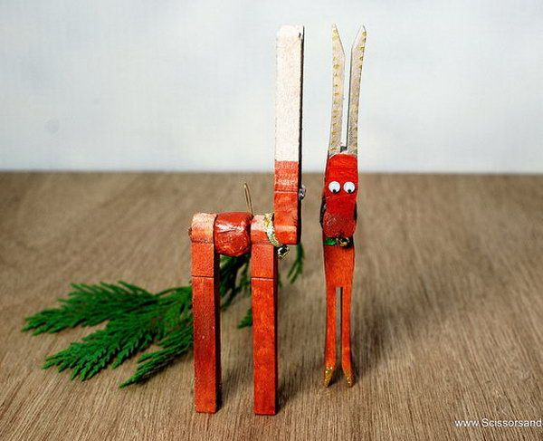 DIY christmas reindeer made with clothespins.