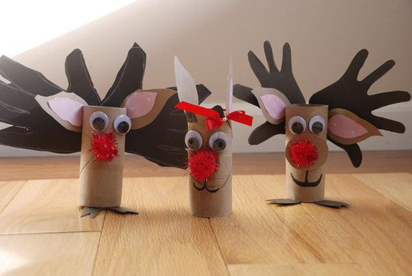 Reindeer crafts made with toilet paper rolls.