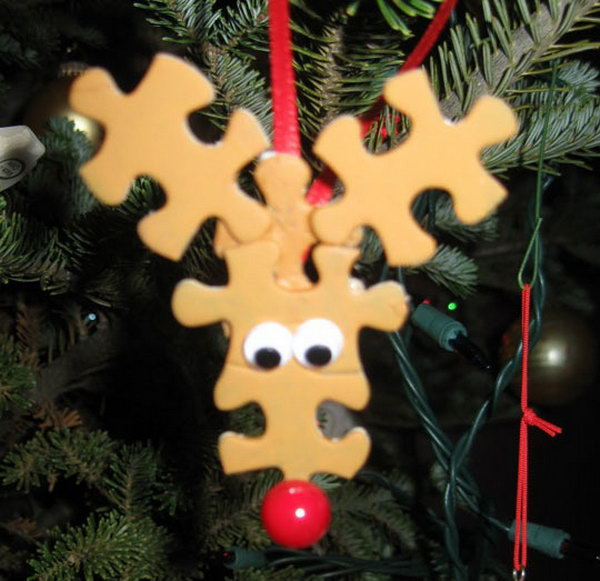 Easy reindeer ornament using puzzle pieces.