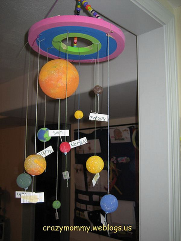 Simple Solar System mobile craft made from recycled circular foams, yarn and foam balls in assorted sizes. Space the planets according their distance to the Sun and attach labels on the yarn to name the planets.