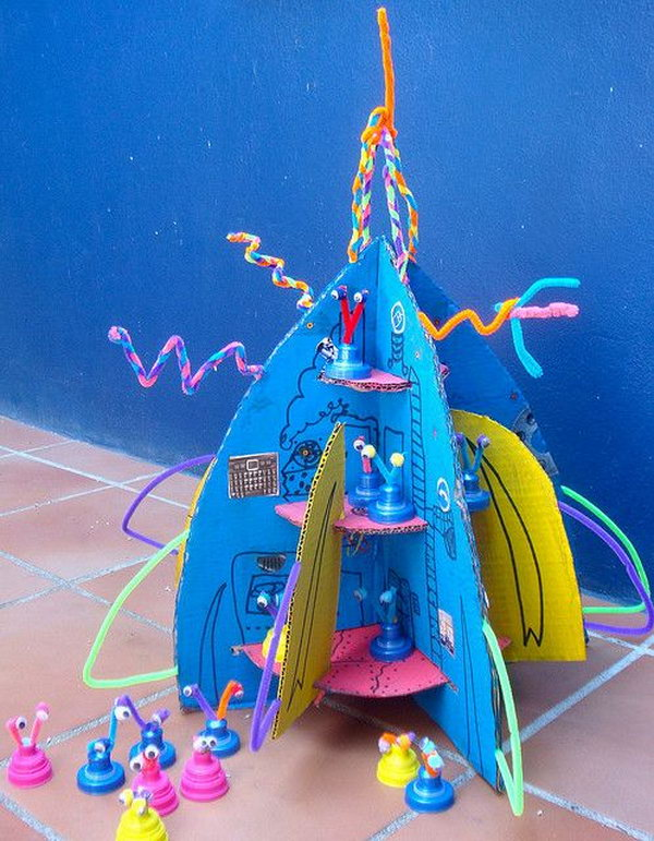 Awesome craft and playtime idea for this cool craft of rocket ship with aliens. All out of recycled stuff around house.
