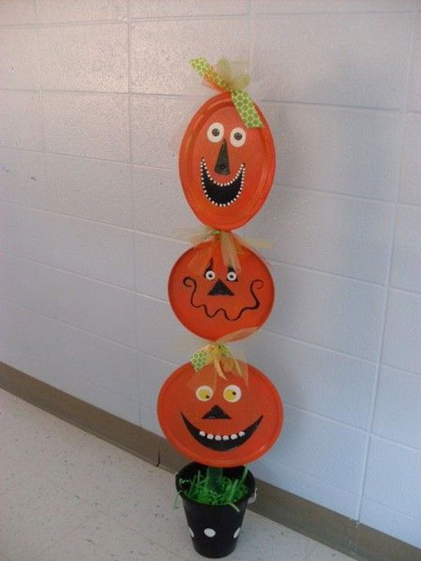 Paper Plate Pumpkin Totem Pole. A great idea for a collaborative project and a history lesson at the same time.