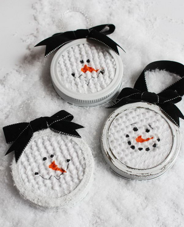 These simple and easy mason jar lid snowman ornaments are the perfect handmade ornament to make this holiday season.
