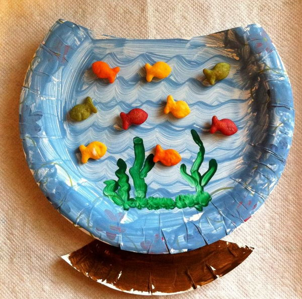 A paper plate fishbowl craft with goldfish crackers, which is great to use during a beach, ocean, or summer unit. It is inspired by Dr. Seuss' book 'One Fish Two Fish Red Fish Blue Fish'.
