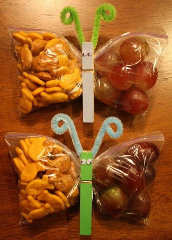 What a fun lunch idea for kids with these butterfly bags.