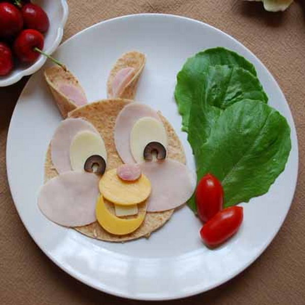 Lunch is more fun when characters like Bambi's friend Thumper make an appearance. It sure would be a fun surprise for your child to open it up and find an awesome lunch like this inside.