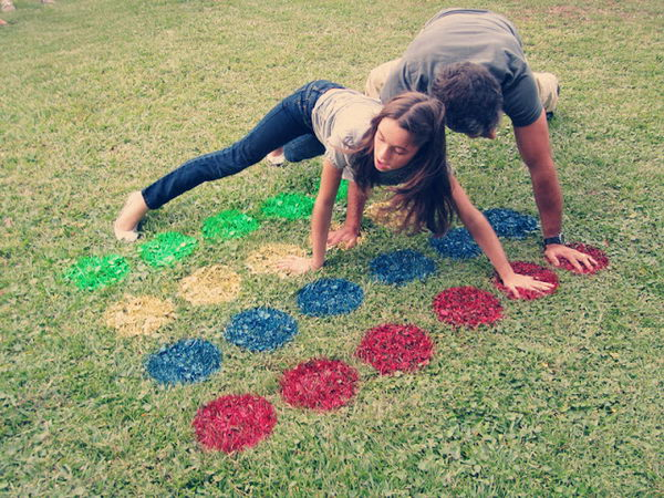 Lawn Twister Game. Interesting things to do out there in your backyard. So simple and cheap to make, and you could play them with your kids or family anytime.