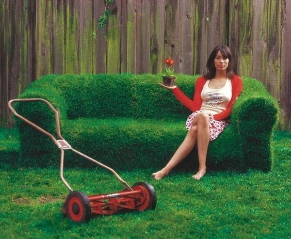 Grass Couch. Interesting things to do out there in your backyard. So simple and cheap to make, and you could play them with your kids or family anytime.