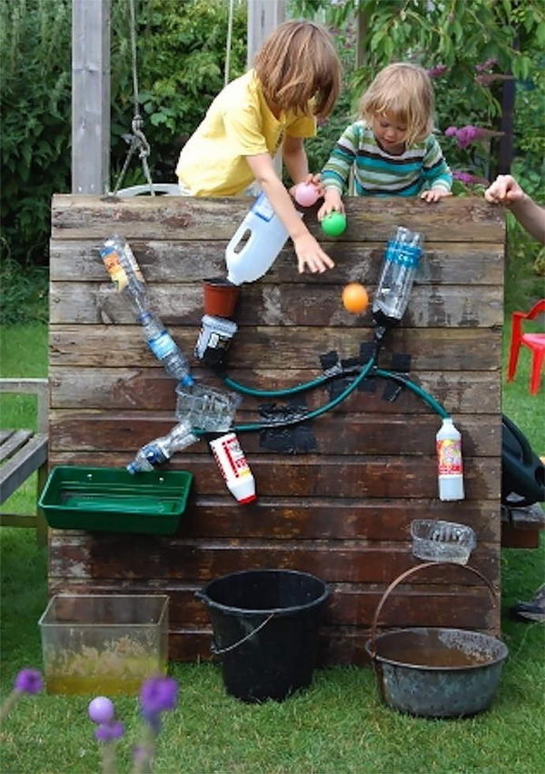 DIY Backyard Water Wall Game for Kids. Interesting things to do out there in your backyard. So simple and cheap to make, and you could play them with your kids or family anytime.