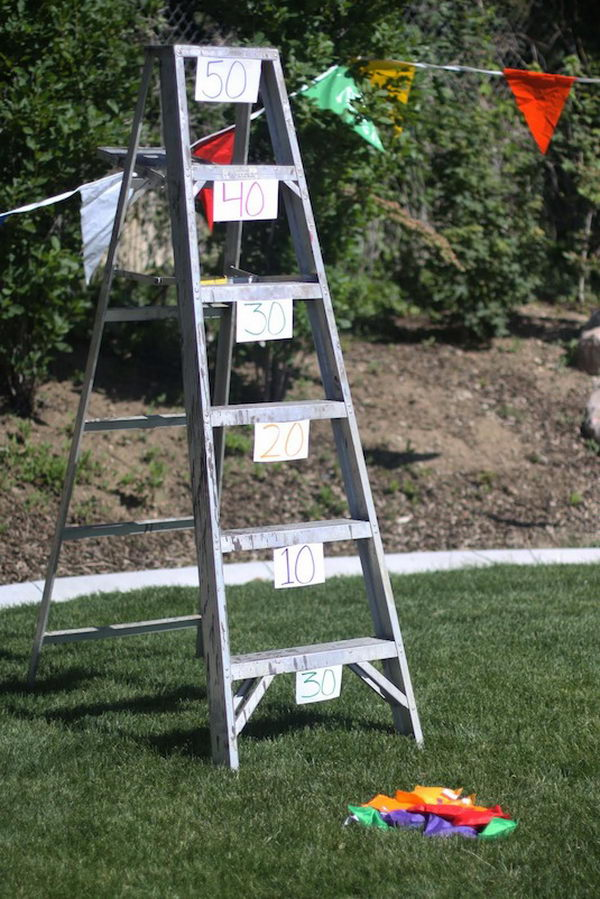 Bean Bag Ladder Toss. Interesting things to do out there in your backyard. So simple and cheap to make, and you could play them with your kids or family anytime.