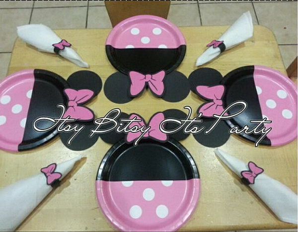 A fantastic way to refresh your party supply. These girly Minnie Mouse Polka dot plates will be a hit on your party with all girls and Mommies! Just add them on tables and your setting look will change inmediately!