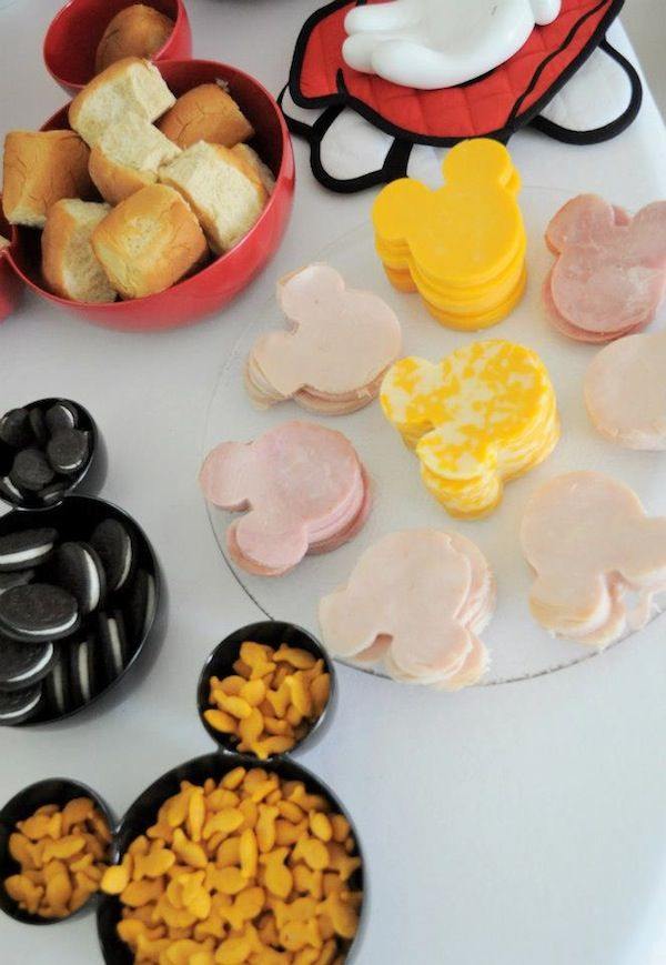 For a Minnie mouse themed birthday party, all you need to do is put the cookies and snacks in such a Minnie mouse shaped bowl. This bowl matches the party theme perfectly. Don't hesitate to use them to put all your cookies and desserts in miniature shape