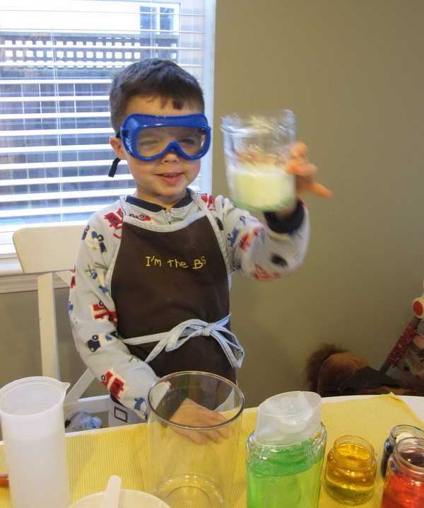 Science Lab Pretend Play. A cool science project idea for kids. It is so easy to do because all you really need is water and a few kitchen tools.