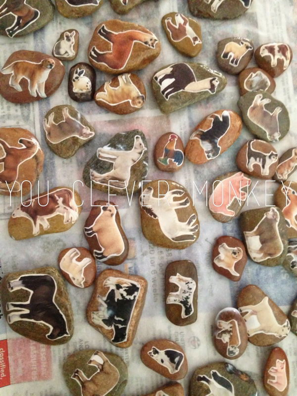 DIY Farm Story Stones. Cute farm play toys for toddlers and preschoolers. Great for pretend play, fine motor skills, and language development.