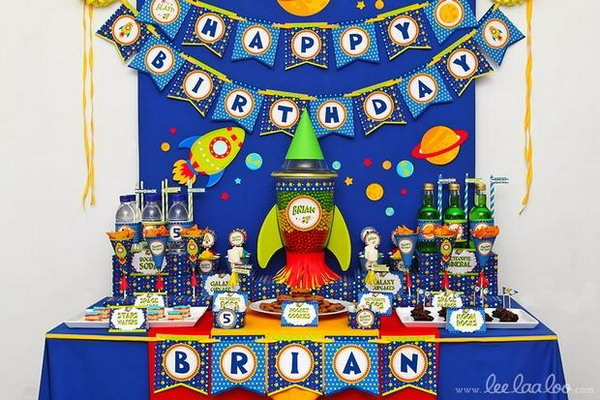 Did you realize that outer space is saturated with rich color? Yup. The hosts of the birthday party spared no effort in showing you the colorful outer space. Also notice the very cool, very do-able candy rocket centerpiece.