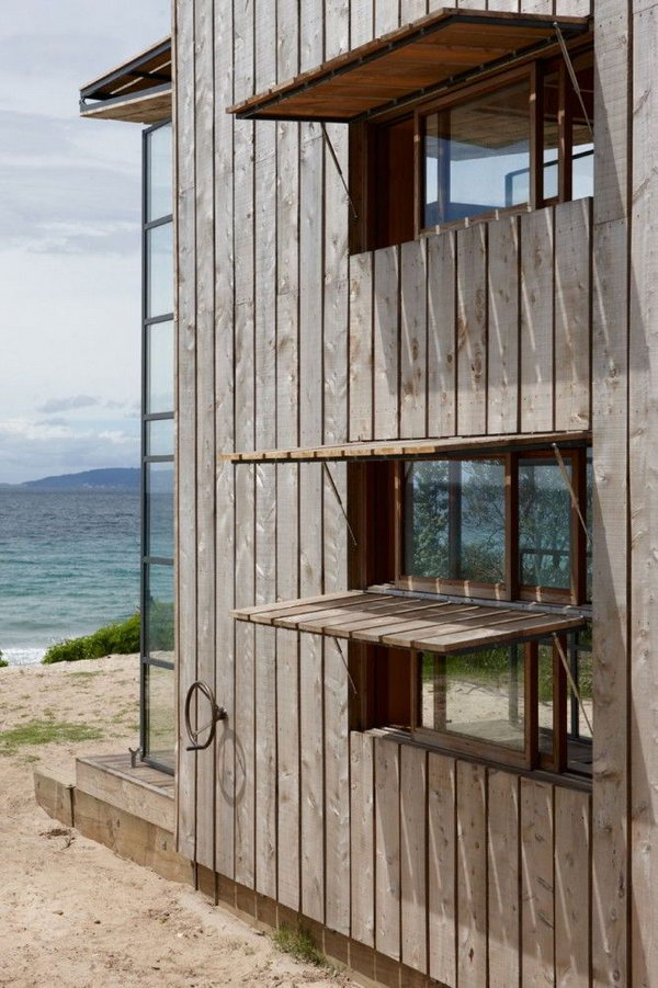 Hut facing the sea. If you're tired of your work, just come to the hut. Listening to the sound of the sea, your mood will get better.