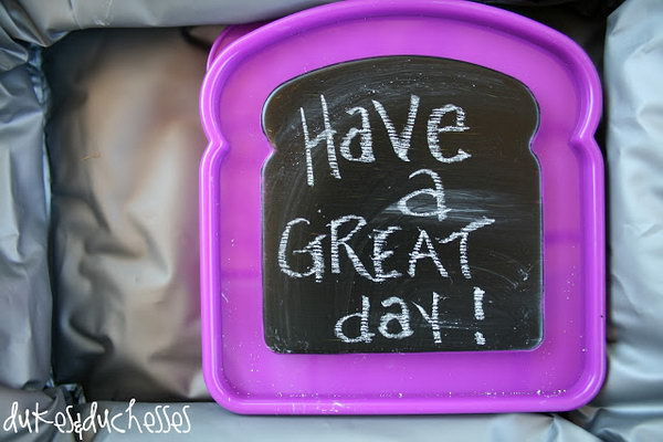 Chalkboard Lunch Boxes. Paint the lids of little containers with chalkboard paint to leave sweet notes to kids' lunchboxes. Kids must adore this creative beautiful decor and it also serves as a good reminder.