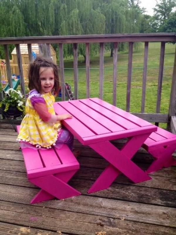 DIY Pallet Kids Picnic Table.