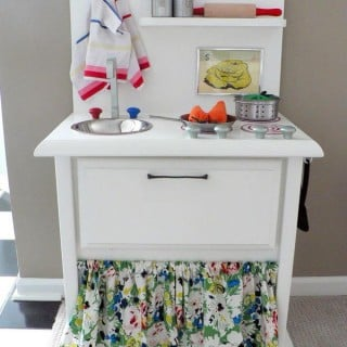 25 DIY Play Kitchen Ideas & Tutorials – Cool Gifts for Your Kids