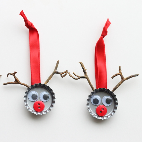 Bottle Cap Reindeer Kids Craft.
