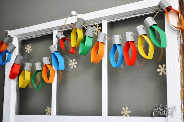 Paper Christmas Lights Garland With a DIY Tutorial.