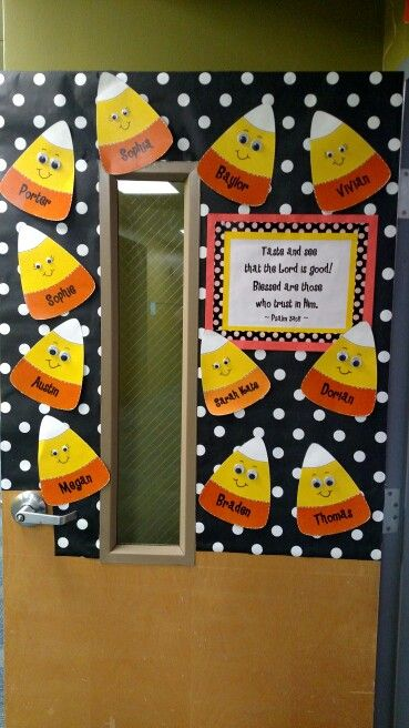 Addorable fall classroom decoration ideas for Autumn classroom door decoration ideas