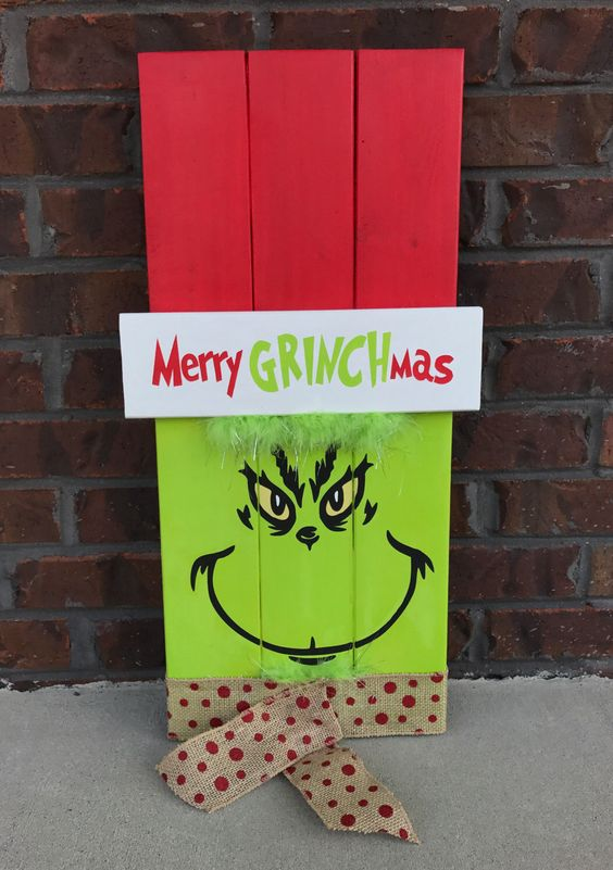 Grinch Wood Pallet Sign.