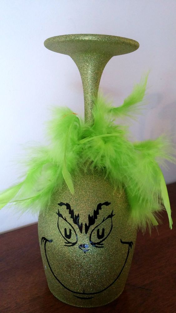 Grinch Glitter Wine Glass.