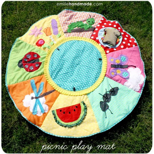 DIY Picnic Baby Playmat. Fun DIY exploration baby playmat with circle quilt free sewing pattern! It's just so cute!
