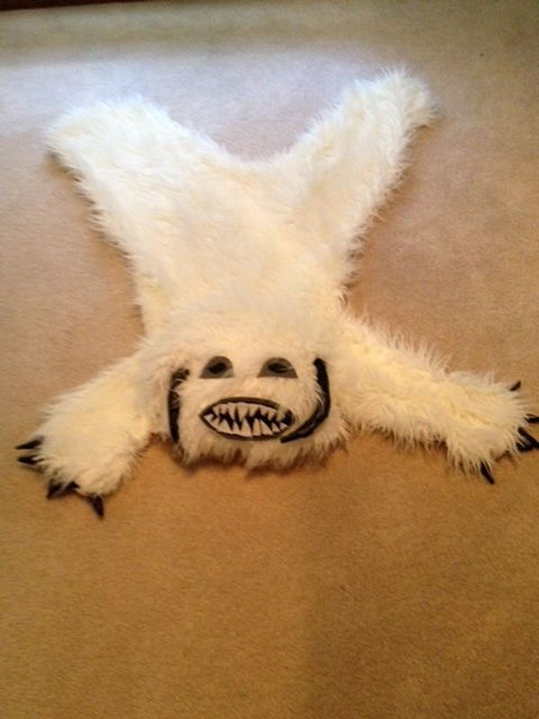 DIY Wampa Rug For Star Wars Room. Learn how to make one yourself