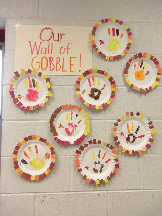 Paper Plates Wall Art for Thanksgiving.